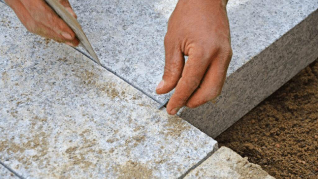 Układanie płytek granitowych
